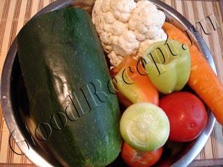 Салат из кабачка, цветной капусты, перца и помидоров на зиму